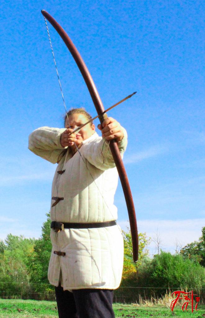 Femmes guerrières guerrieres Médiéval medieval Fati Reims Combat Cascade épée épées epees epee escrime troupe compagnie cie animation armes armure moyen age tir à l'arc