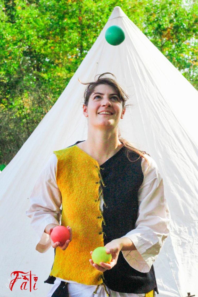 Femmes guerrières guerrieres Médiéval medieval Fati Reims Combat Cascade épée épées epees epee escrime troupe compagnie cie animation armes armure moyen age jonglage jonglerie