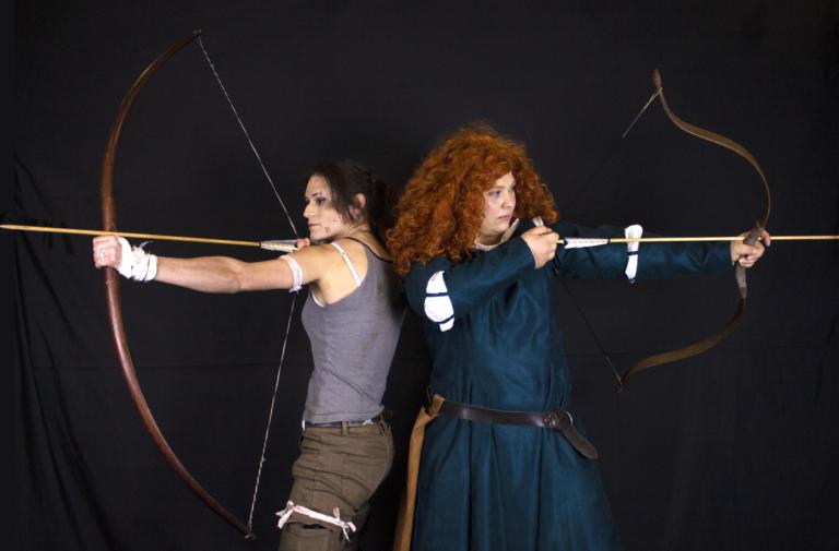 Spectacle cie du fati compagnie troupe théatre combat cascade cinéma jeu video cosplay show lara croft merida disney animation tir à l'arc