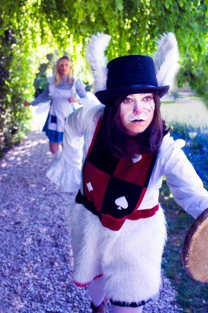 alice au pays des merveilles lapin blanc spectacle show cosplay pâques enfants